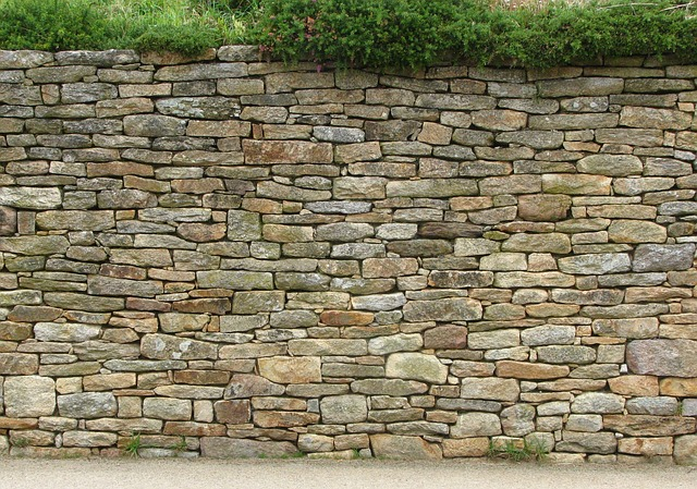 Opravte starou kamennou zeď tak, aby vydržela