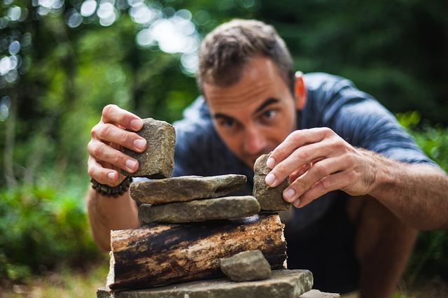 stavění z kamenů