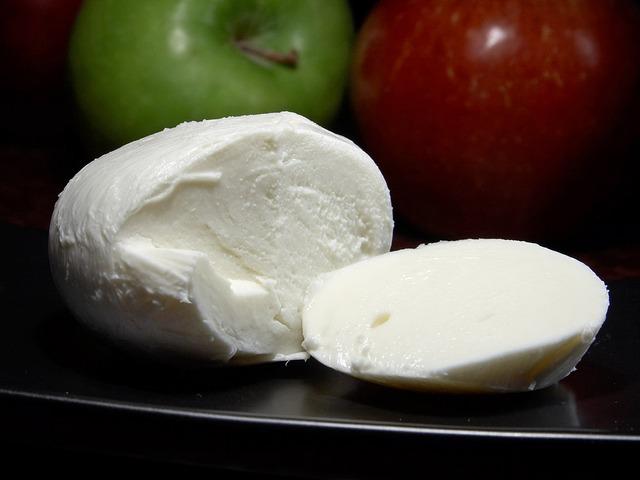 sýr mozarella.jpg