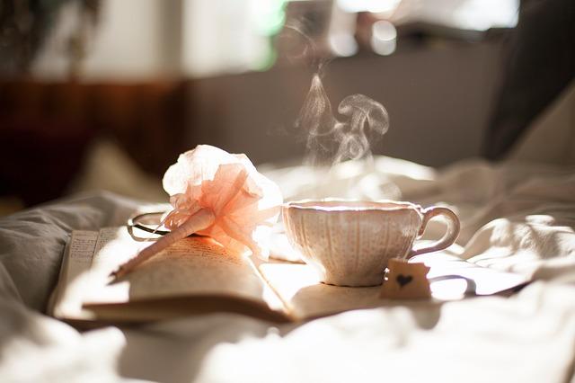 čaj na knize