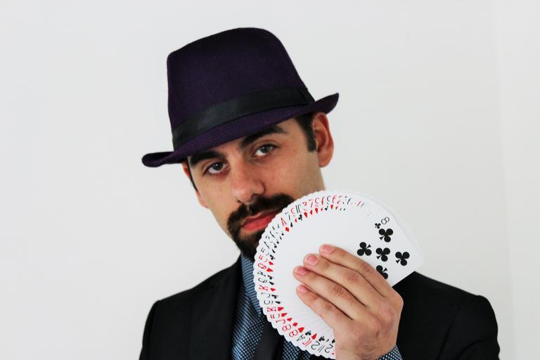 kouzelník a karty